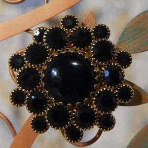 Jewelry - Vintage Awesome Black Stone Brooch